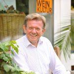 Weinhaus Fallnit - Kurt Fallnit vor seinem Ladenlokal